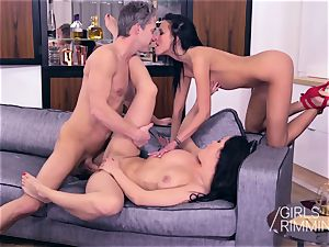 3some tossing salad and cumshot with fabulous ebony lovelies