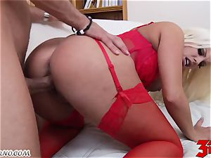 blonde Britney Amber with elastic hooters gargles a gigantic chisel