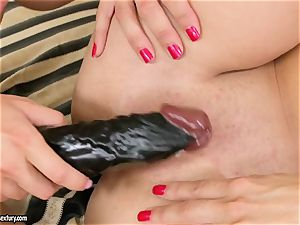 Mandy Dee romps her gf with their fave toy until they cum