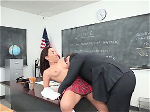Amara Romani is rammed by the tutor via his desk