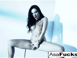 awesome Asa Akira plays with her slit